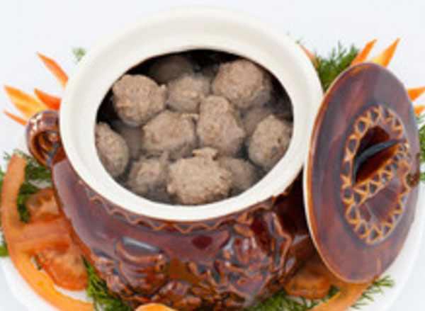 Свареные фрикадельки в горшке