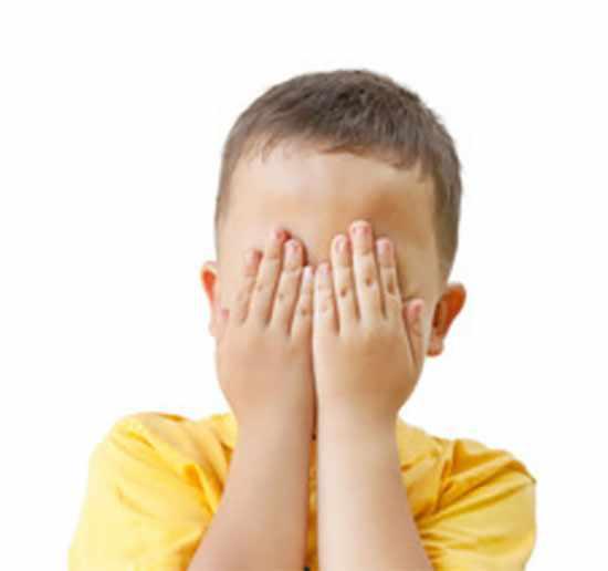 Ребенок прячет глазки