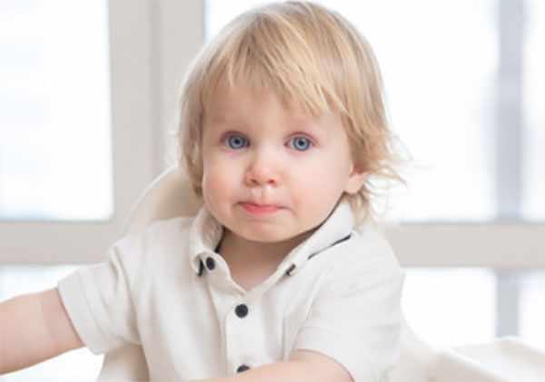 Болезненный ребенок с сопельками