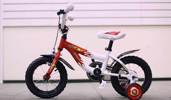 Четырехколесный детский велосипед