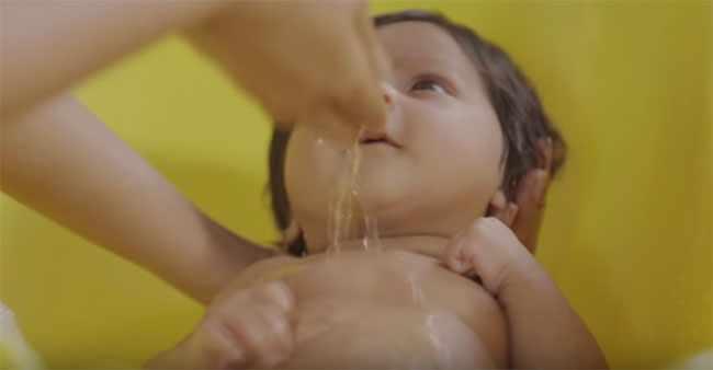 Начинаем купать малыша