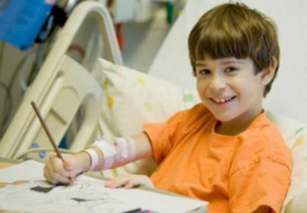 Мальчик в больничной палате