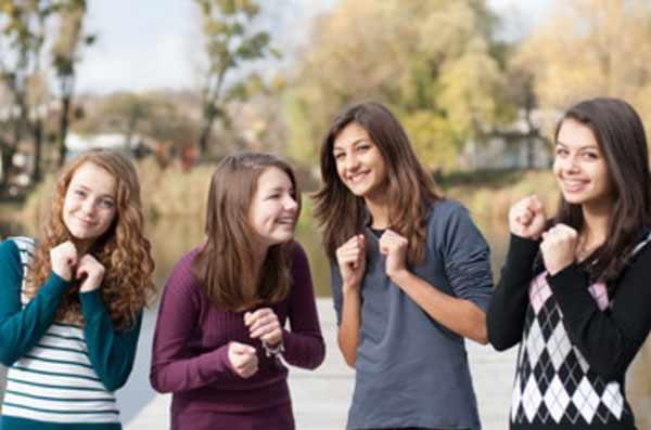 Четыре девочки - подростка