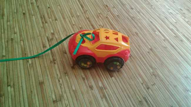 Машинка на веревочке