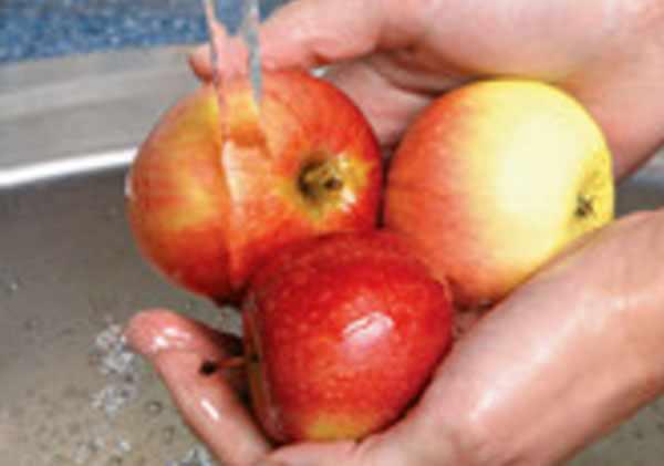 Мытье яблок