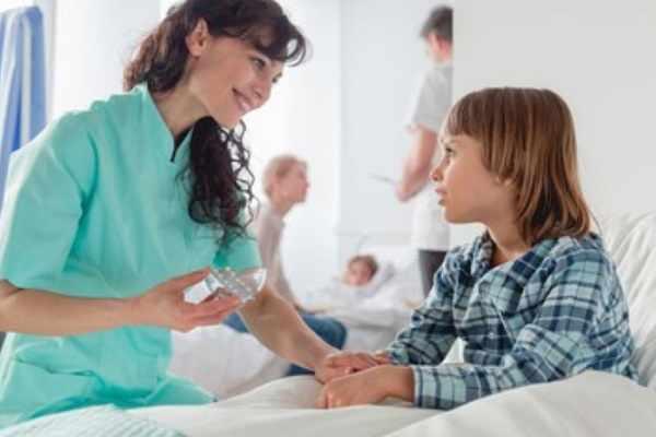 Ребенок в больничной палате