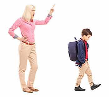 Мама криком заставляет ребенка отправиться в школу