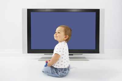 Малыш у телевизора