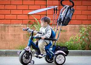 Трехколесный велосипед с ручкой для детей