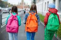 Дети с рюкзаками