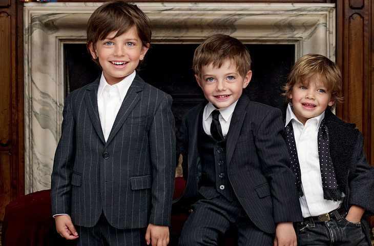 Три мальчика в костюмах