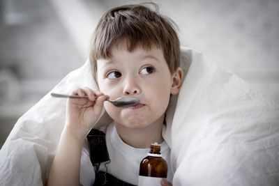 Простуда у ребенка как причина боли в ухе
