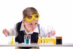 Ребенок химичит