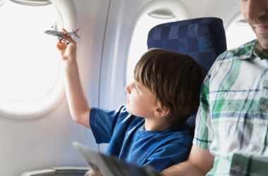 Как путешествовать на самолете вместе с ребенком