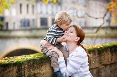 Как защитить детей, избегая гиперопеки