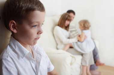 Любимчики родителей в семье: последствия