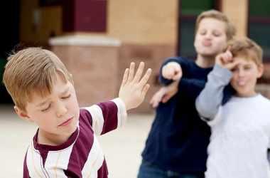 Как детям реагировать на издевательства