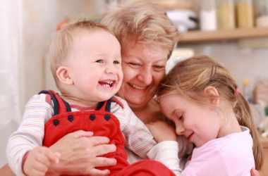 Родственники в воспитании детей: «за» и «против»