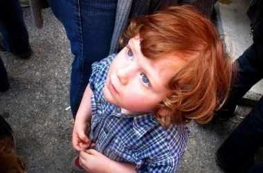 Как не потерять ребенка в общественном месте: советы родителям